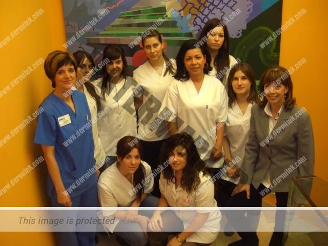 Alumnas de estética del instituto de FP Nicolás Larburu visitan la clínica Dermitek