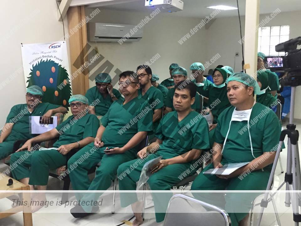 Curso de varices impartido por el Dr. Jose Luis Azpiazu en Indonesia