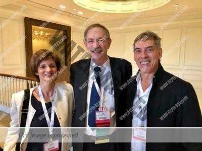 La Dra. Nerea Landa y el Dr. Jose Luis Azpiazu con el Dr. Rox Anderson.